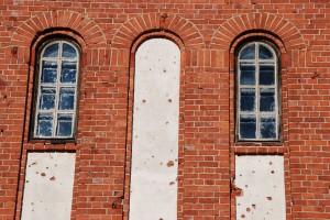 Vesitornin kunnostetut alaosan ikkunat 2013